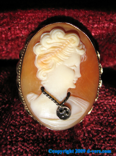 14K Yellow Gold Cameo Ring Diamond 1950s
