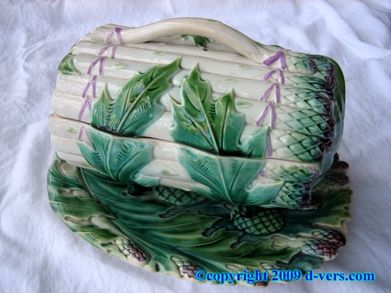 Majolica asparagus spear serving set three pieces