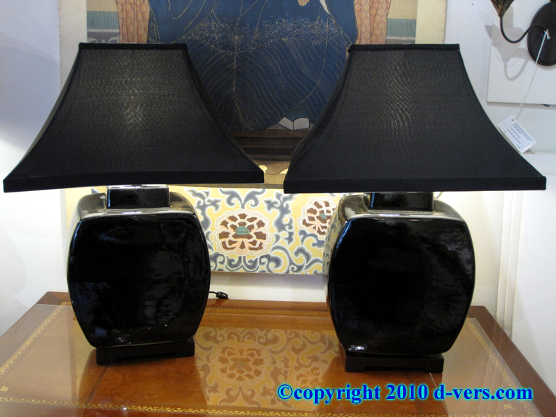 Ginger Jar shaped black porcelain Chinese lamps with pyramid shades
