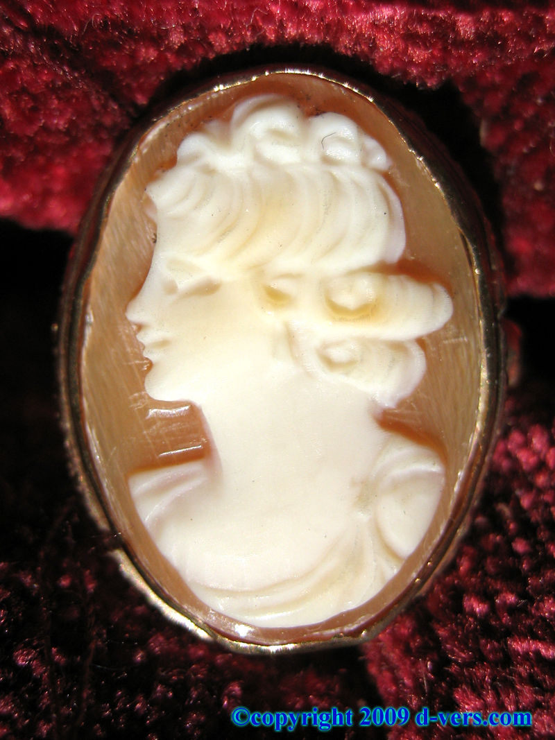 Antique Cameo Shell Ring in 14K Yellow Gold